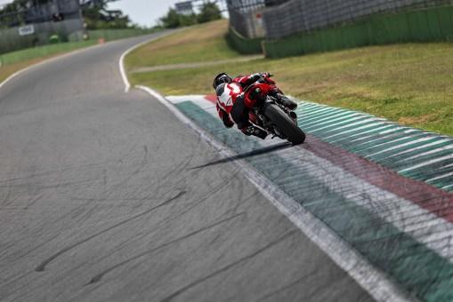 2020-Ducati-Panigale-V2-36