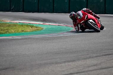 2020-Ducati-Panigale-V2-38
