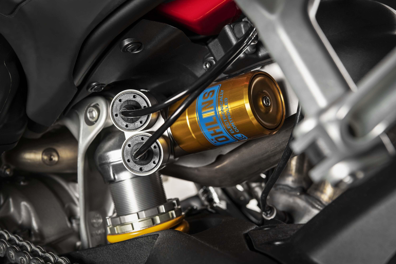2020-Ducati-Streetfighter-V4-17
