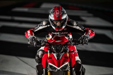 2020-Ducati-Streetfighter-V4-33
