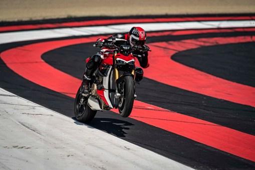 2020-Ducati-Streetfighter-V4-34