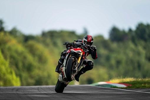 2020-Ducati-Streetfighter-V4-42