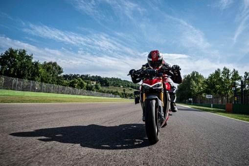 2020-Ducati-Streetfighter-V4-45