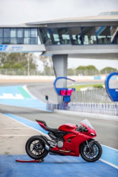2020-Ducati-Panigale-V2-Jerez-launch-32