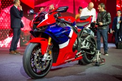 2020-Honda-CBR1000RR-R-13