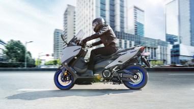 2020-Yamaha-TMAX-560-scooter-16