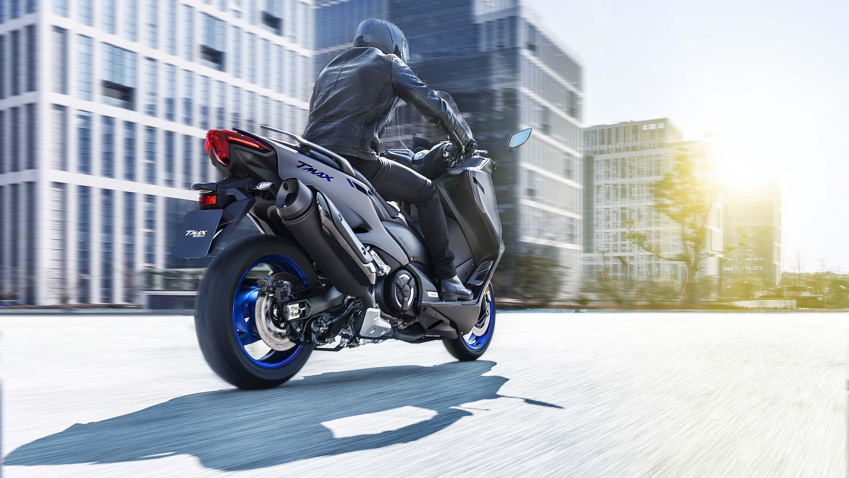 2020-Yamaha-TMAX-560-scooter-18