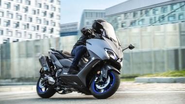 2020-Yamaha-TMAX-560-scooter-19