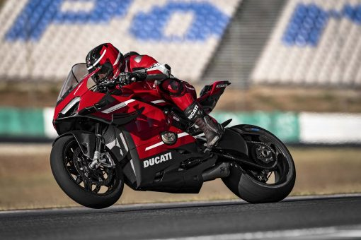 2020-Ducati-Superleggera-V4-01