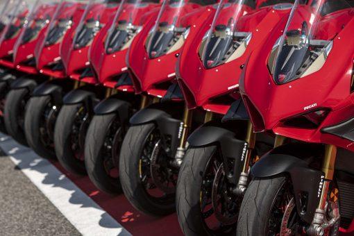 2020-Ducati-Panigale-V4-S-01