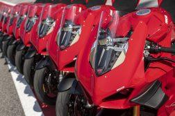 2020-Ducati-Panigale-V4-S-02