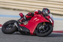 2020-Ducati-Panigale-V4-S-06