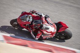 2020-Ducati-Panigale-V4-S-16
