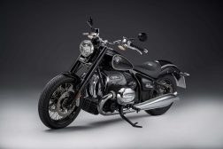 2020-BMW-R18-studio-28