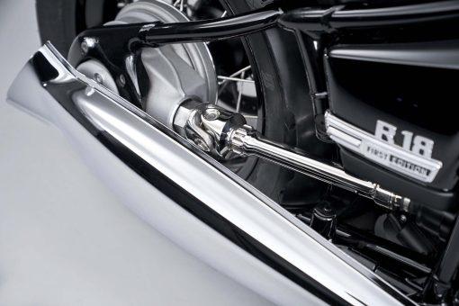 2020-BMW-R18-studio-47