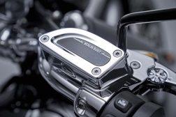 2020-BMW-R18-studio-50