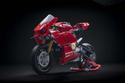 Ducati-Panigale-V4-R-Lego-model-16
