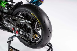Kawasaki-Ninja-ZX-25R-carbon-fiber-race-bike-05
