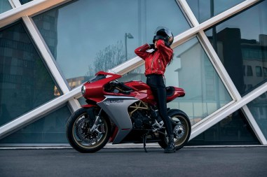2020-MV-Agusta-Superveloce-800-red-03