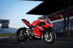 2020-Ducati-Superleggera-V4-09