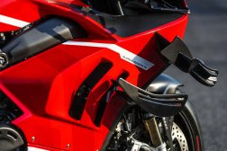 2020-Ducati-Superleggera-V4-42