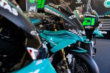 Petronas-Yamaha-YZF-R1-MotoGP-replica-02