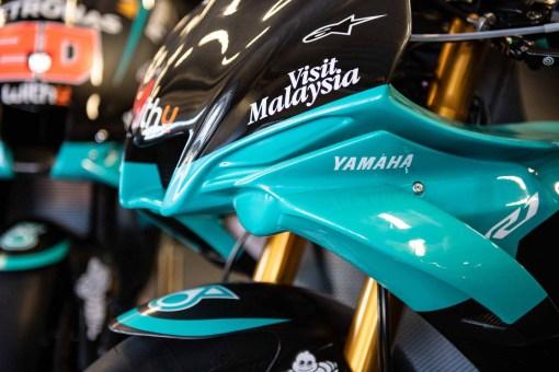 Petronas-Yamaha-YZF-R1-MotoGP-replica-11