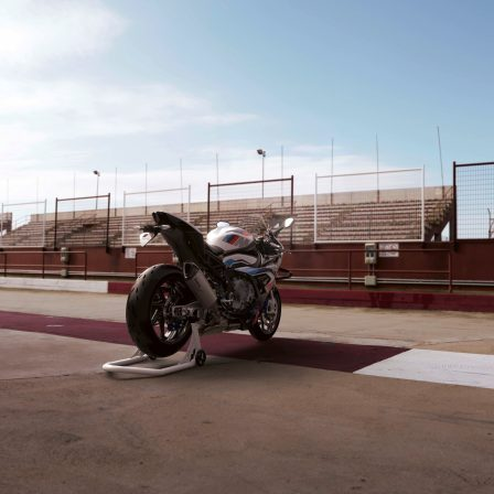 2021-BMW-M1000RR-superbike-34