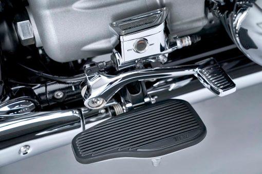 2021-BMW-R18-Classic-47