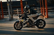 2021-BMW-S1000R-02