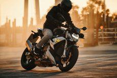 2021-BMW-S1000R-03