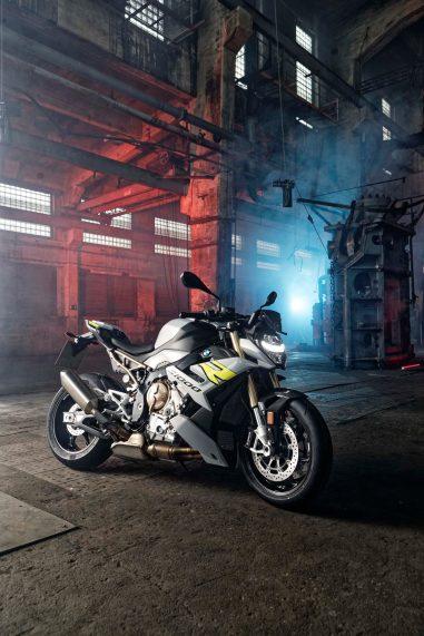 2021-BMW-S1000R-10