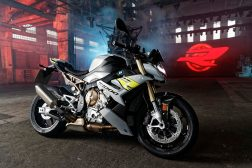 2021-BMW-S1000R-13
