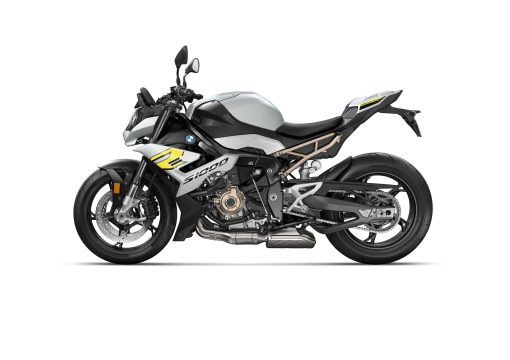 2021-BMW-S1000R-41