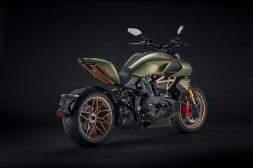 2021-Ducati-Diavel-1260-Lamborghini-06
