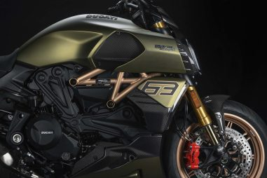 2021-Ducati-Diavel-1260-Lamborghini-35