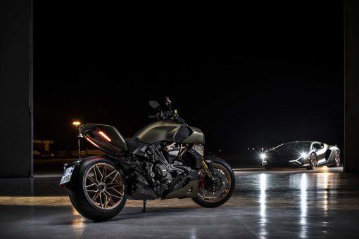 2021-Ducati-Diavel-1260-Lamborghini-68