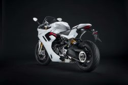 2021-Ducati-SuperSport-950-S-25