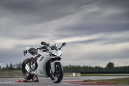 2021-Ducati-SuperSport-950-S-70