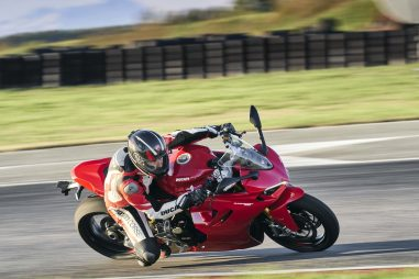 2021-Ducati-SuperSport-950-S-79