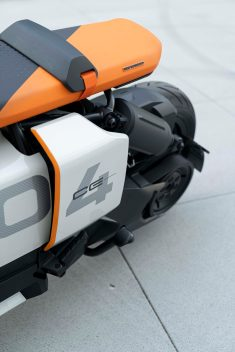 BMW-Motorrad-Definition-CE-04-08