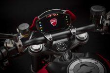 2021-Ducati-Monster-Plus-30