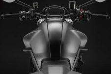 2021-Ducati-Monster-Plus-34