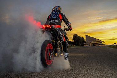 2021-Ducati-Monster-Plus-45