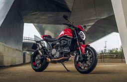 2021-Ducati-Monster-Plus-51