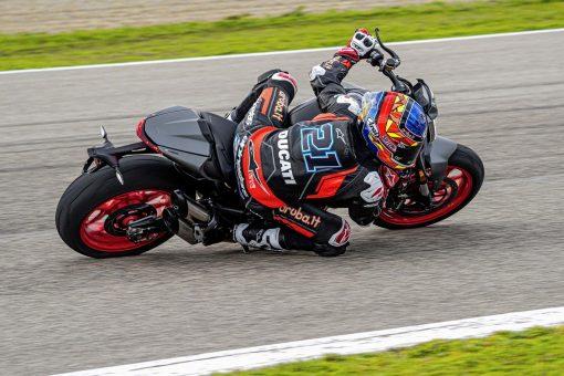 2021-Ducati-Monster-Plus-72