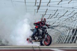 2021-Ducati-Monster-Plus-85