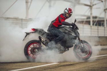 2021-Ducati-Monster-Plus-90