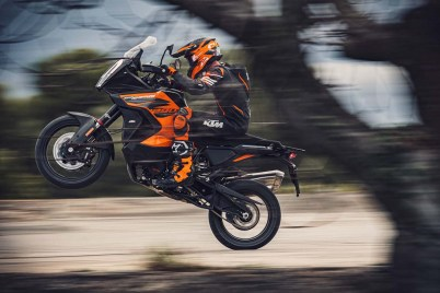 2021-KTM-1290-Super-Adventure-S-15