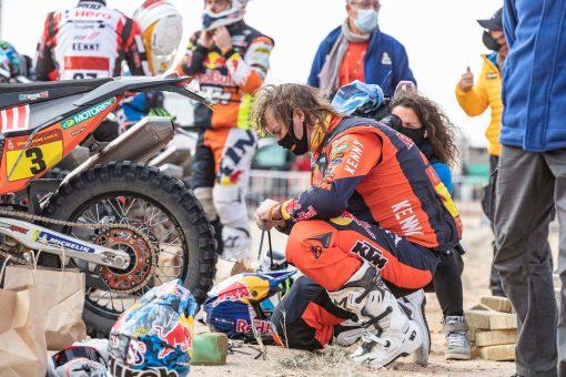 Toby-Price-Zip-tie-Dakar-Rally-KTM-02